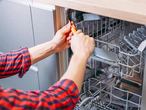 Dishwasher Repairman Image